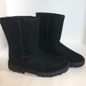 NWT!   UGG ULTRA SHORT REVIVAL BOOT
